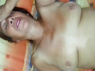 Abuelita 62 añ_os mamando