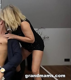 Sultry 50 age old cougar rimming young boy'_s anus