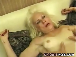 Squirting Granny Takes Formidable Shacking up