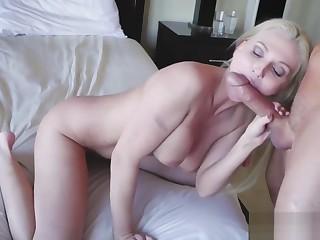 Jocelyns hot step mom fucks duddy's lady upbringing strokes game