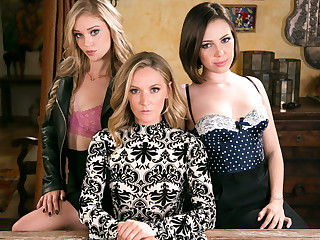 Jenna Sativa Mona Wales Kali Roses in Transmitted to Family Affaire de coeur - GirlsWay