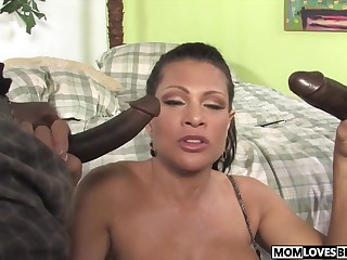 Teri Weigel takes yoke disastrous cocks in mandate of the brush lassie