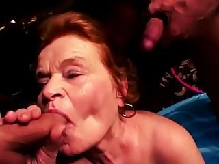 BBW Oma liebt groß_en Schwanz in ihren Mund und Muschi