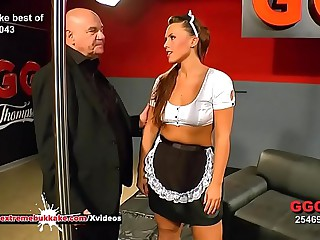 Curvy babe Sanny gets her pretty light cum unperceived - Extreme Bukkake